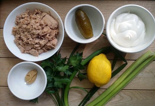Ингредиенты для салата с тунцом и сельдереем