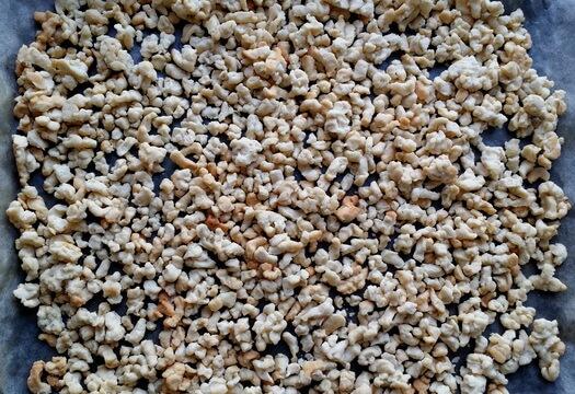 Тесто для муравейника с белой сгущенкой после выпечки