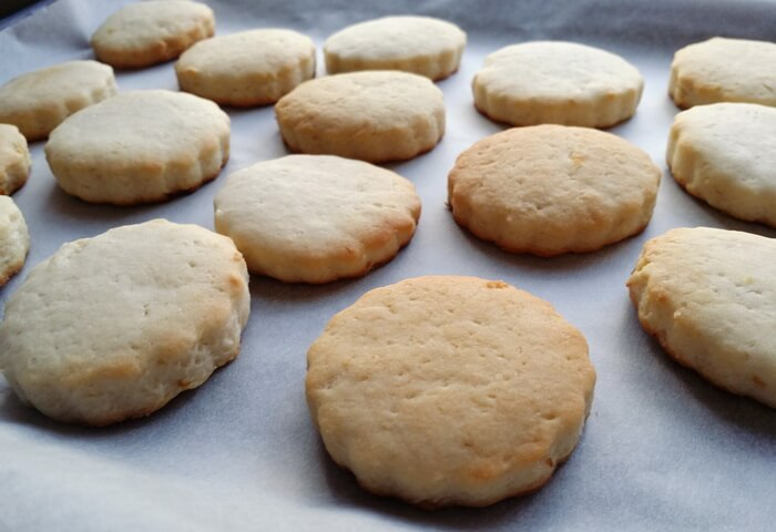 Постное печенье с лимонной цедрой