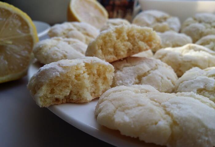 Печенье с лимонной цедрой и сахарной пудрой: внутри
