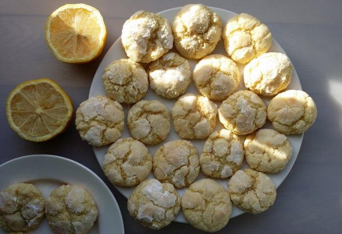 Печенье с лимонной цедрой и сахарной пудрой