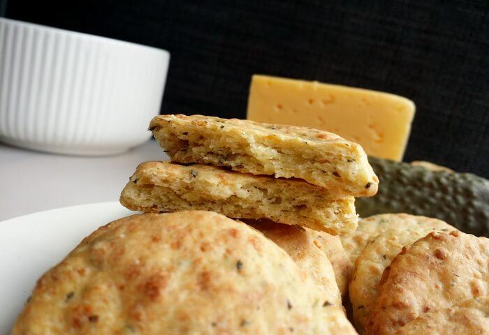 Печенье с солеными огурцами