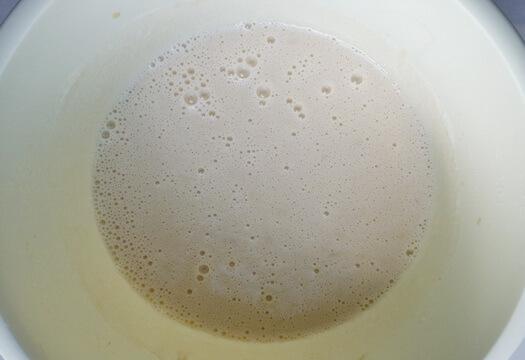 Тесто для блинов из рисовой муки и банана на молоке