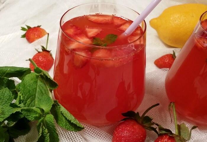 Лимонад с клубникой и мятой