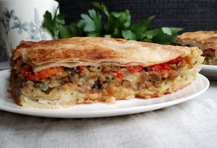 Пирог из кабачков с фаршем и сыром